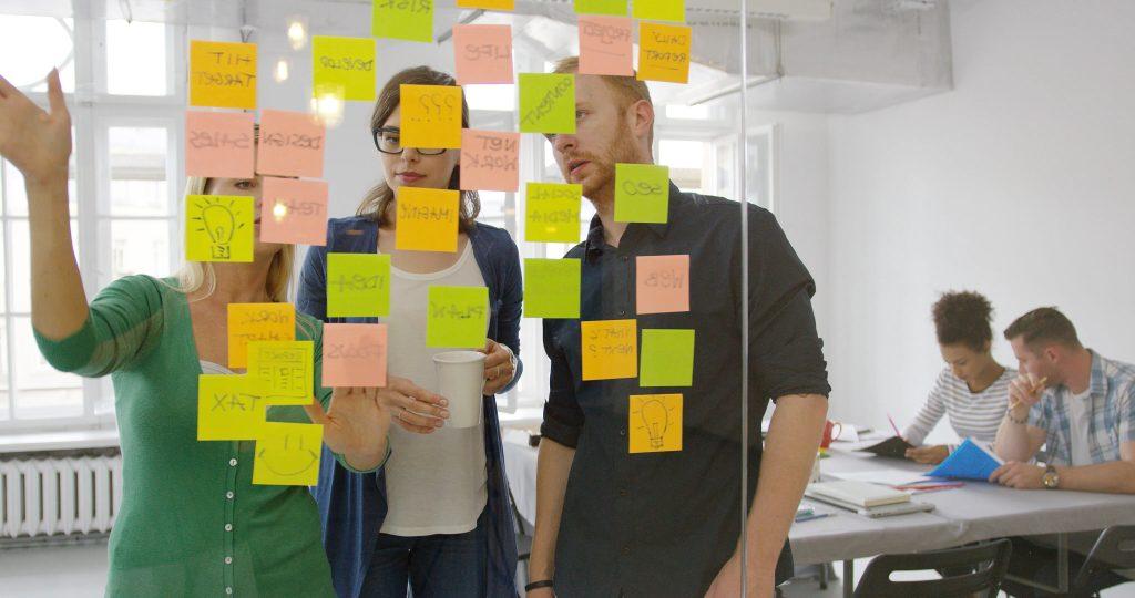 Utilisez des posts-it couleur pour des brainstormings visuels