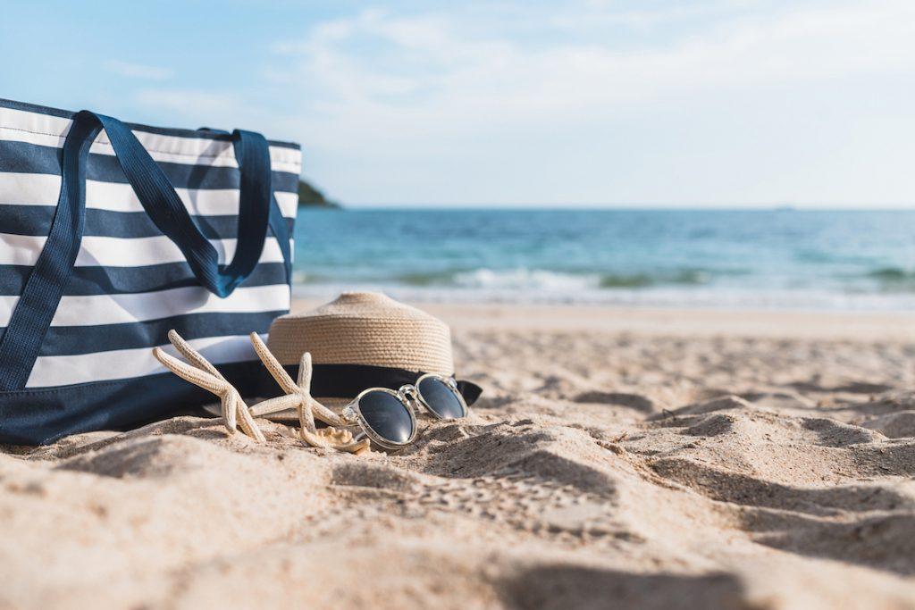 Accessoires de plage sur le sable